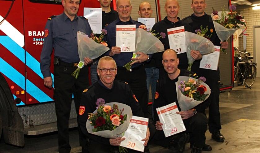 Laurens van de Gruiter kreeg een oorkonde voor 12,5 jaar brandweerdienst, Sjaak Marijs, Leo Minheere, Jan de Ridder en Jaco Tramper kregen hem voor 20 jaar brandweerdienst.