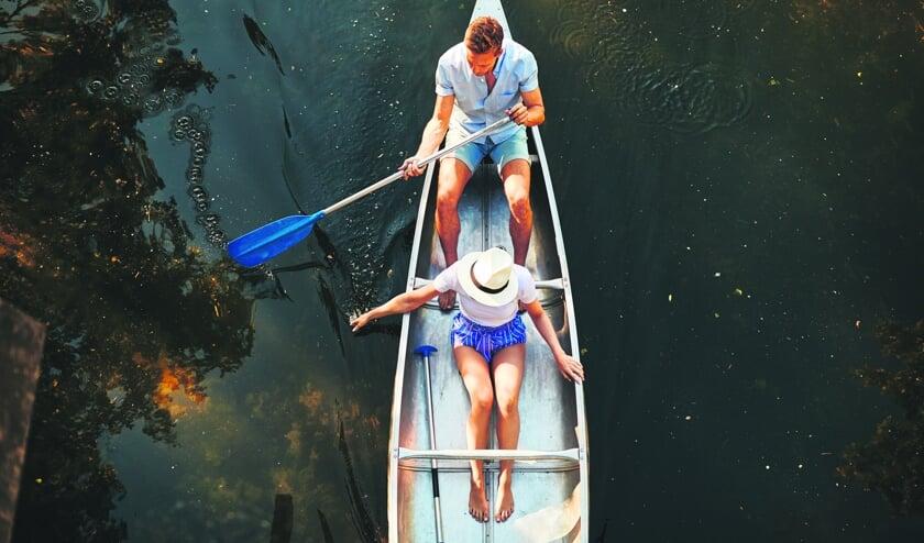Met een kano kan je de Ruigenhilpolder verkennen. FOTO SHUTTERSTOCK