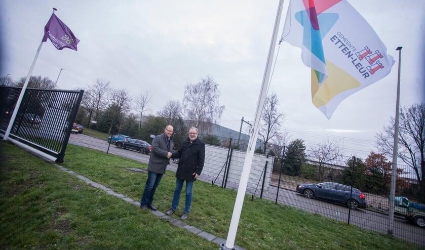 het symbolische moment voor de samenwerking tussen Etten-Leur en Rucphen bij de milieustraat.