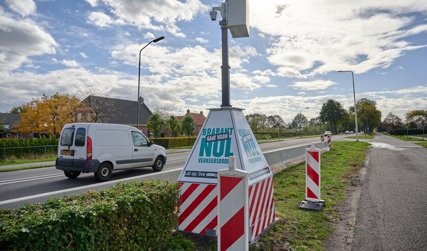 <p>Een mobiele flitspaal, Brabant gaat voor nul verkeersdoden,</p>