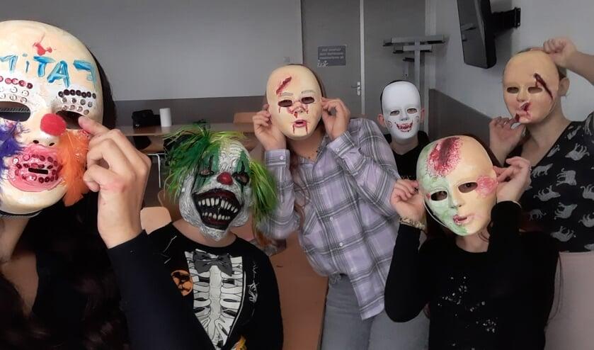 <p>Halloweenmaskers maken in de vakantie.&nbsp;</p>