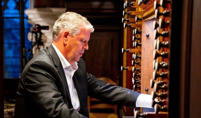 <p>Organist Pieter Heykoop is Ridder in de Orde van Oranje-Nassau.</p>