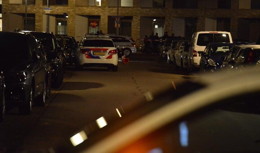 De politie is met meerdere voertuigen ter plaatse.