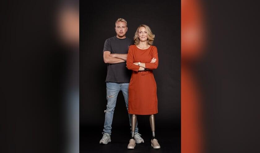 <p>Marleen Nieuwkamer met presentator Jamai. FOTO HELENE WIESENHAAN</p>