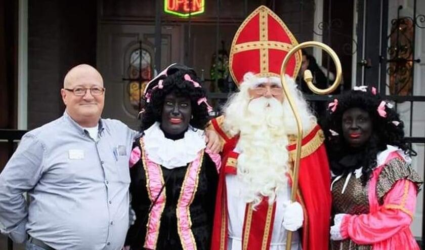<p>Het oude en nieuwe Sint Nicolaas Intocht Comit&eacute; Sint Willebrord, met v.l.n.r. Bas, Marsha, Bertus en Steffi.</p>