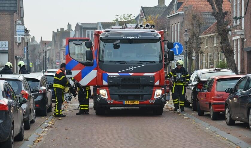 De brandweer bluste de brand via de brandgang.