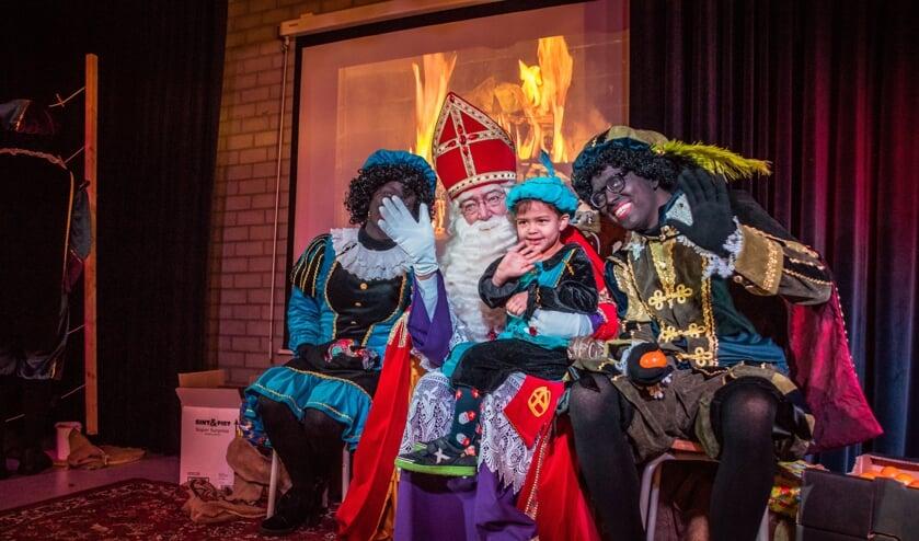 <p>Erik van Nijnatten (rechts): &#39;Als Hoofdpiet moet je rustig naast Sinterklaas zitten. Dat is wat minder spectaculair&#39;&nbsp;</p>