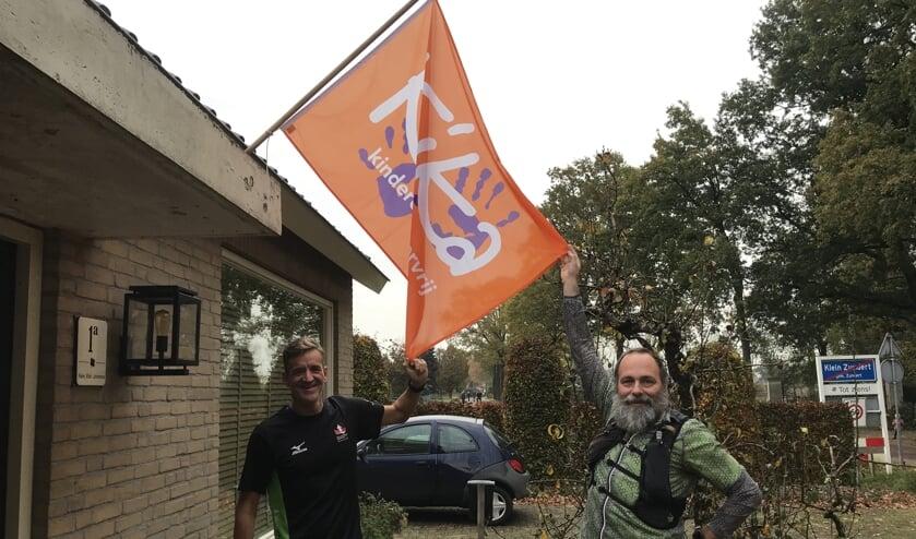 <p>Joost en Daniel voor de start van de KiKa Marathon van Zundert 2020.</p>