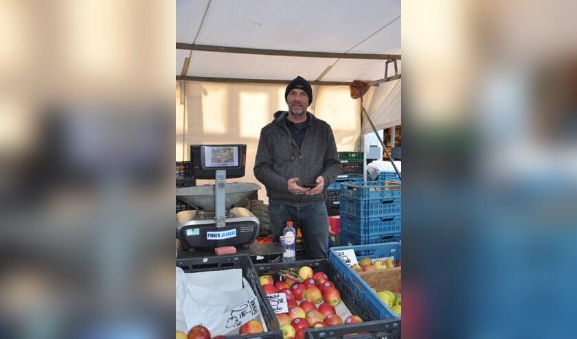 <p>Marktkoopman Louis Koevoets: &#39;Klanten in Steenbergen houden zich zeer goed aan de regels&#39;</p>