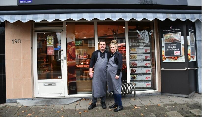 Richard en Jennifer voor hun slagerij