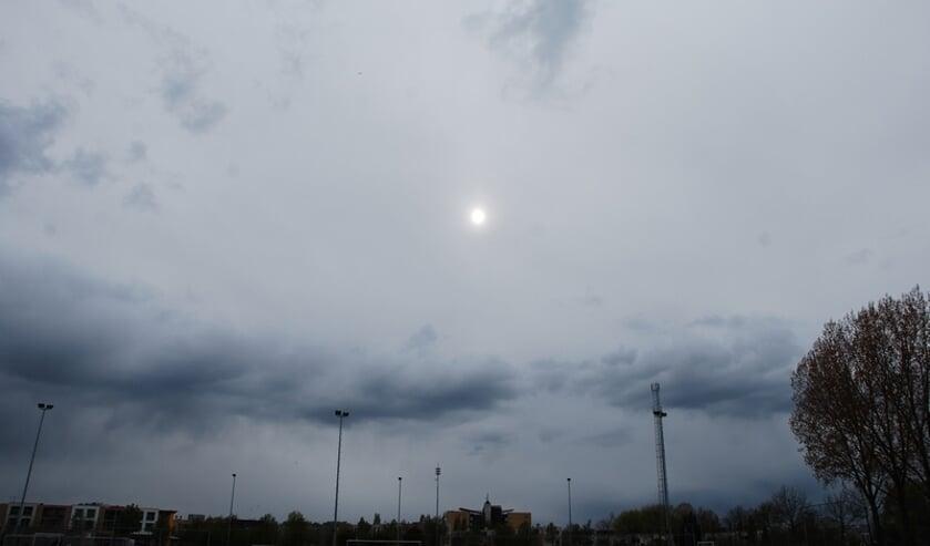 <p>Vooral na het weekend veel wolken en veel regen.</p>