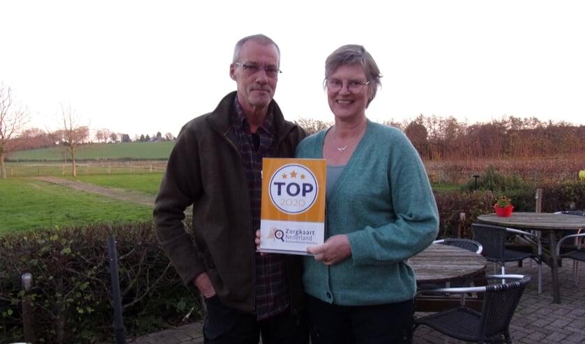 Bert en Ineke de Jager met het certificaat.