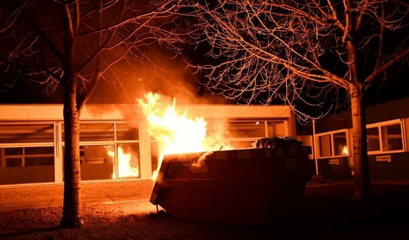 <p>De brandweer moest eraan te pas komen om een containerbrand te blussen.</p>