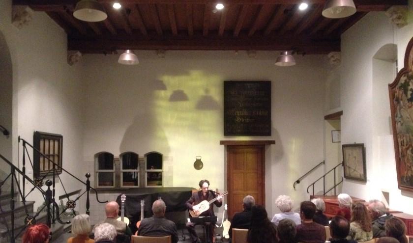 Izhar Elias in concert.