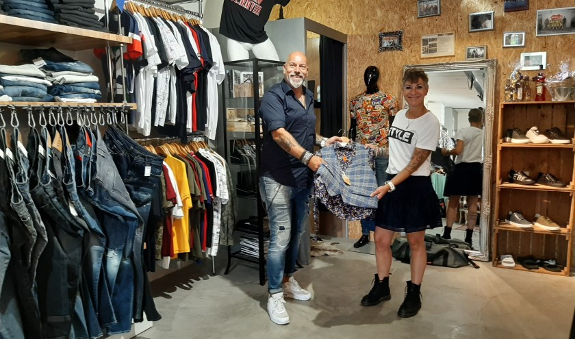 Norbert en Diana Martens in hun modezaak Reload Fashion.
