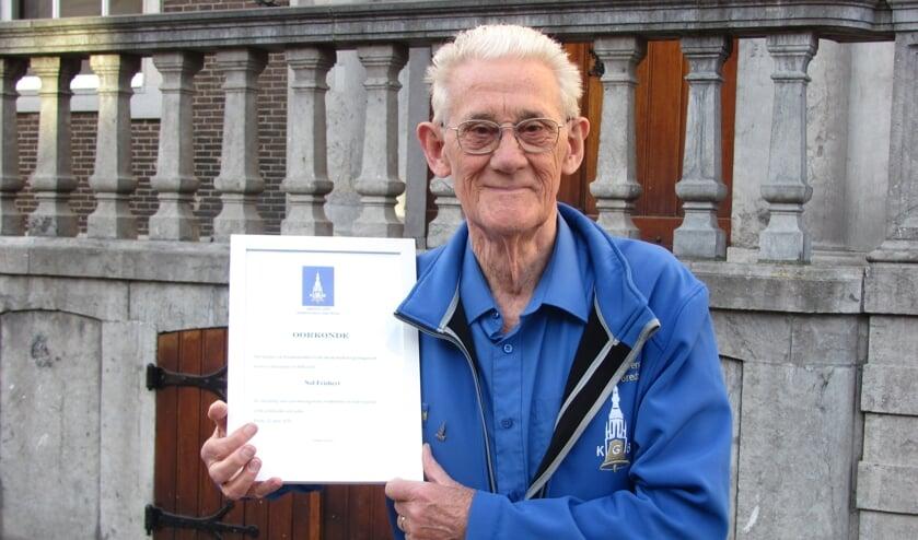 Nol Frishert is afgelopen week het erelidmaatschap van het Klokkenluiders Gilde Breda (KGB) toegekend. FOTO ADDO SPRANGERS