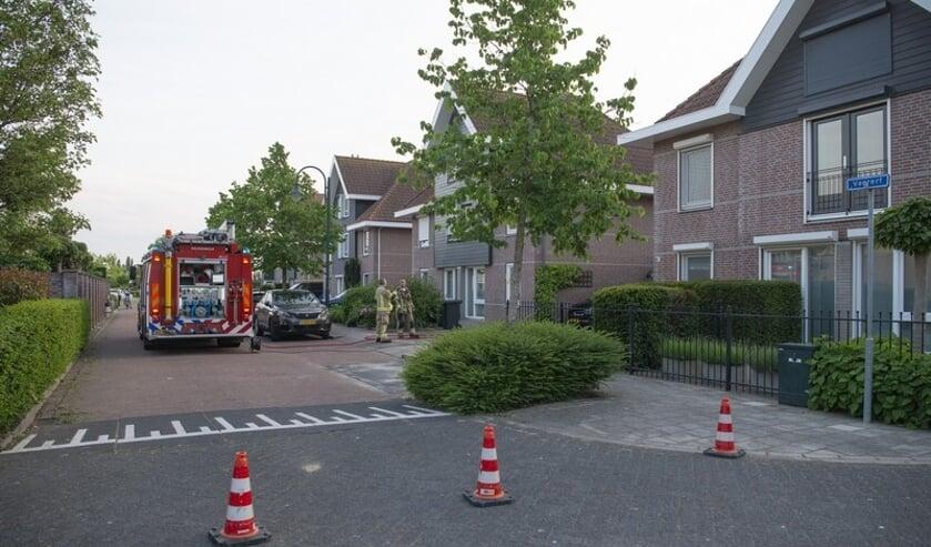 De brandweer zette een stukje van de straat af.