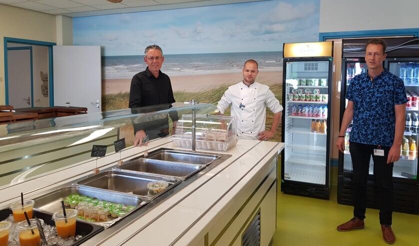 Van links naar rechts: Hans Peeters, kok Thijs Slager en kok Erik Dierickx. FOTO EUGÈNE DE KOK