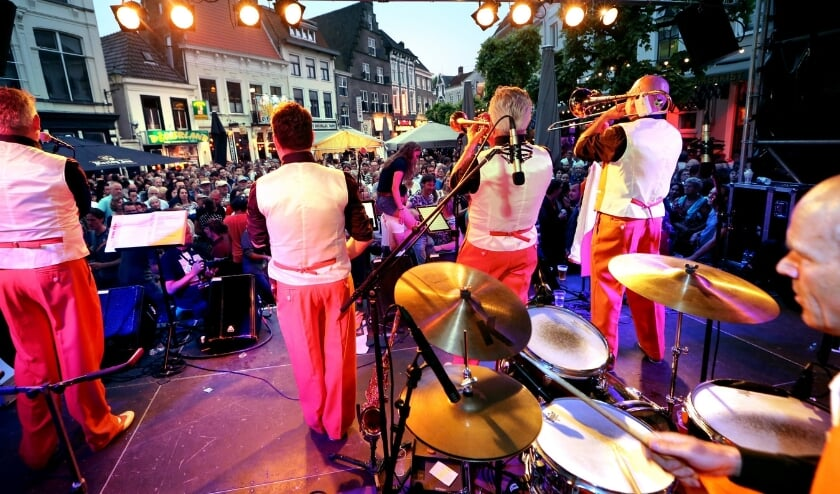 <p>Jazz Connection Breda Jazz Festival podium Havermarkt</p>