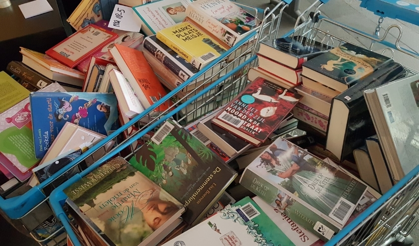 Boeken in de winkelwagen.