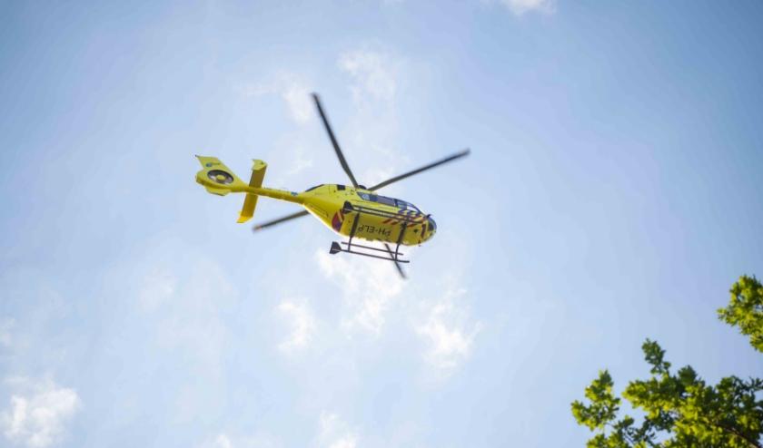 De komst van de traumahelikopter trok veel bekijks.