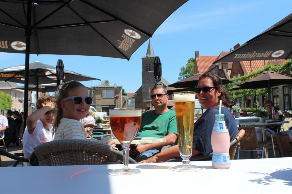 Een drankje in Kruisland.  Foto: Claudia Koole © Internetbode