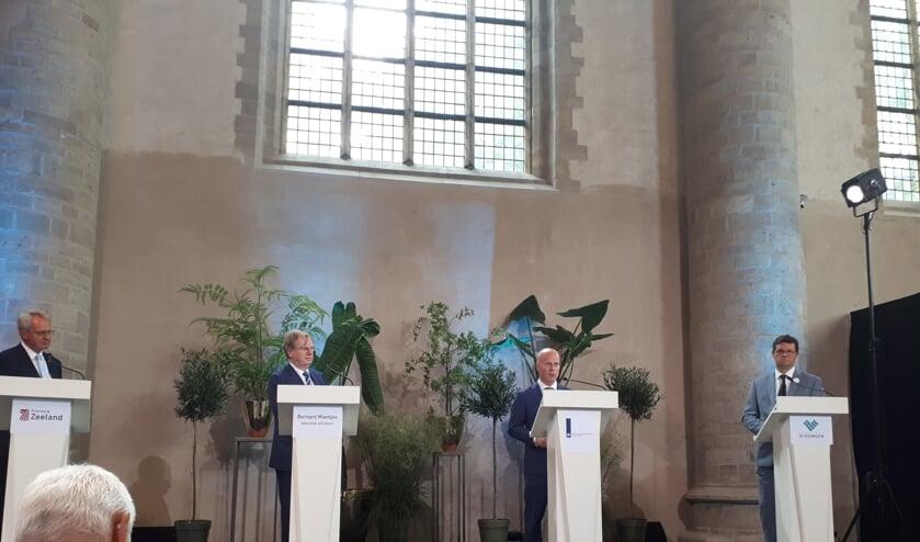 Han Polman, Bernard Wientjes, Raymond Knops en Bas van den Tillaar (vlnr) lichten de plannen toe in het Abdijcomplex in Middelburg.