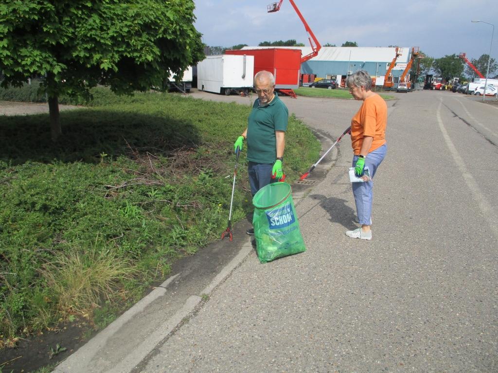 schoonmaken, vuilnisprikken, schoonmaakactie GroenLinks Foto:  © Internetbode