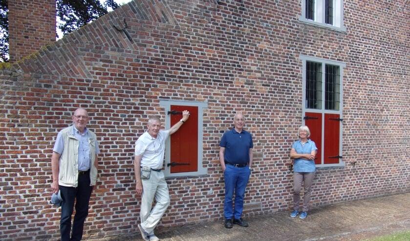 De vier kunstenaars die exposeren in het Wilhelmietenmuseum: Ko de Krom, Jaap de Jonge, Marcel van Tienen en Mieke Bredschneijder (vlnr).