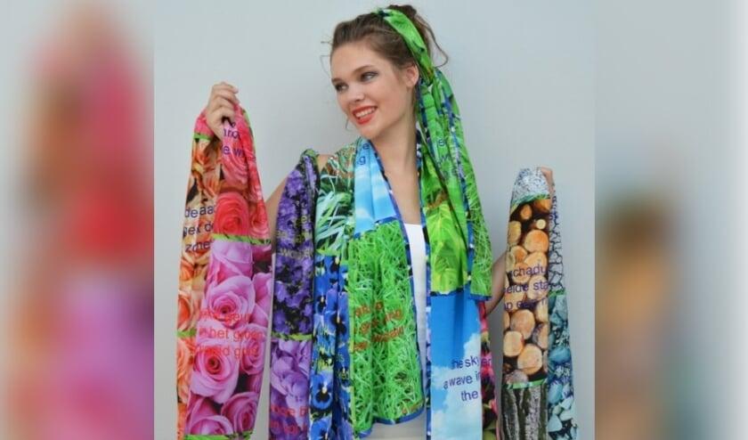 Ineke Otte ontwerpt onder meer sjaals.