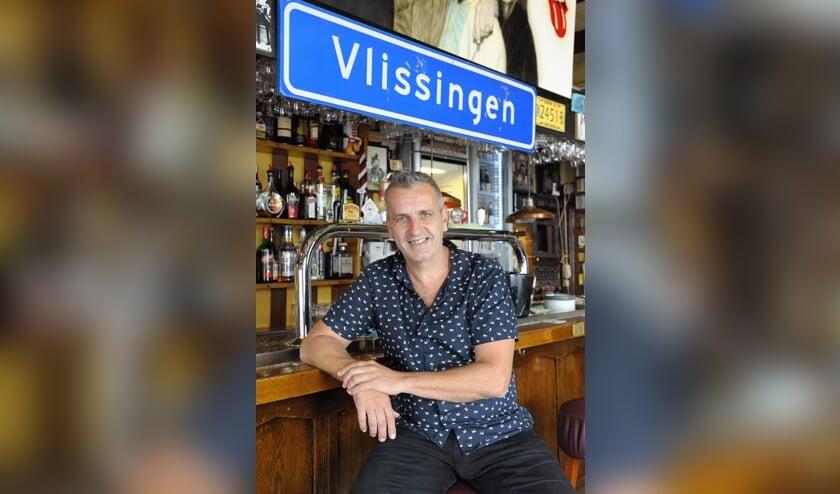 Eigenaar Bart Felius van café Vanuus.