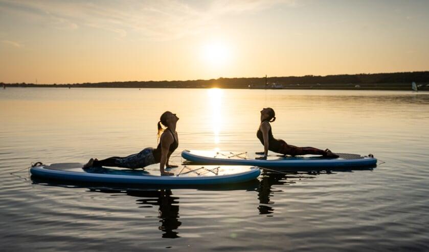 SUP-yoga helpt je te focussen.