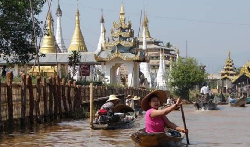 Een foto uit de expositie 'Birma, land van tempels en Boeddha's' van Ada Vos.