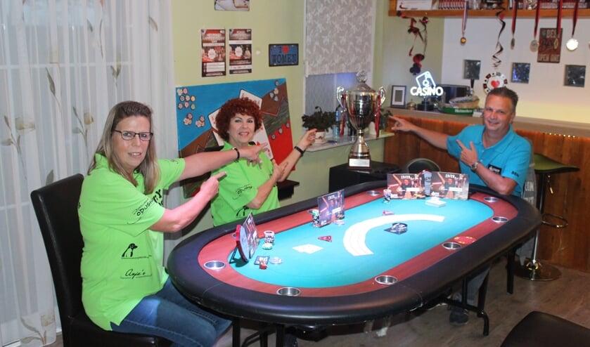 Sjoukje, Anja en Ben doen samen met man en broer John mee aan de finale van ONK Poker.