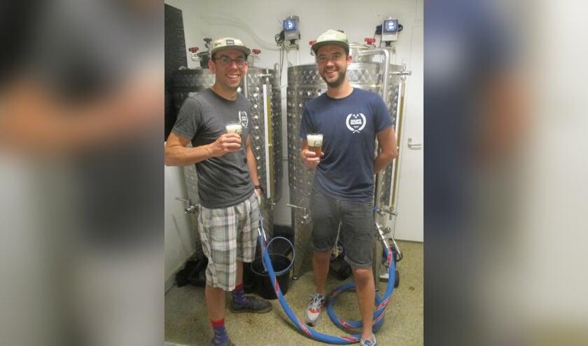 Hans de Looper en Thom Zom: 'We pas nog bezig geweest om bier te maken met een koffiesmaak en dat is met hele bonen prima gelukt'