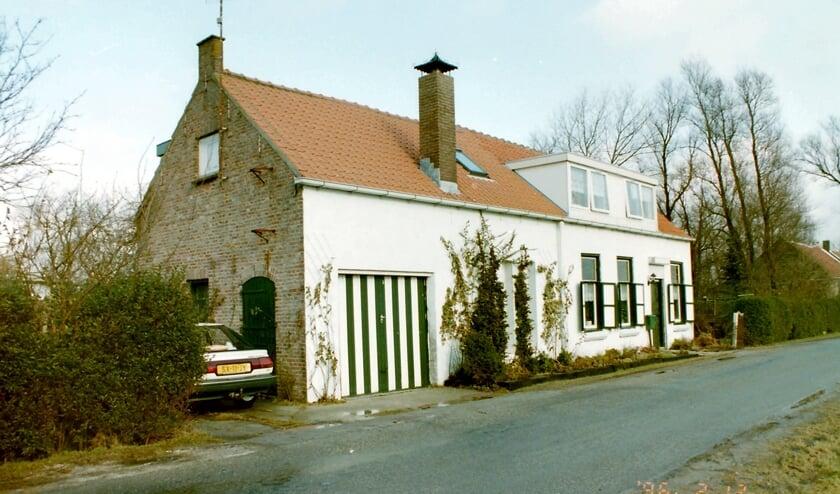 <p>Wie herkent deze boerderij in het buitengebied van Tholen.</p>