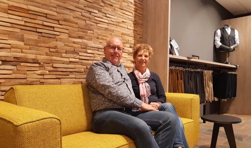 Janneke en John de Korte in hun vernieuwde winkel.
