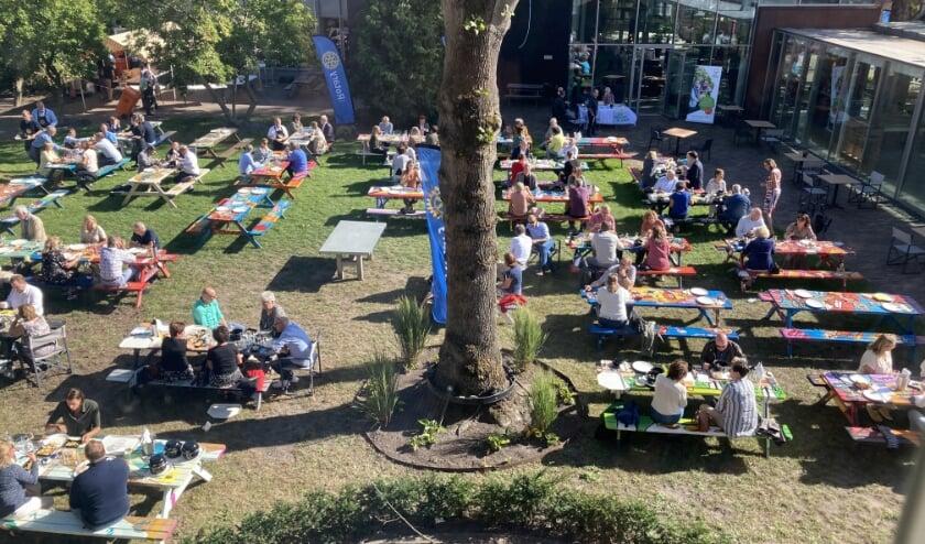 Mosselfeest in de tuin van het Tongerlohuys/ De Kring. FOTO: PAULUS SMITS