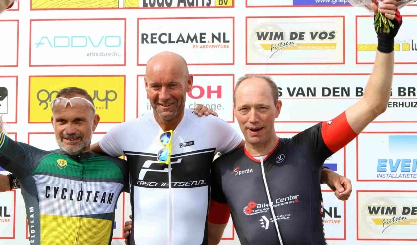 Het podium bij de categorie 50+ van vorig jaar met rechts (derde) Johan Pemen uit Rijsbergen. FOTO BWF