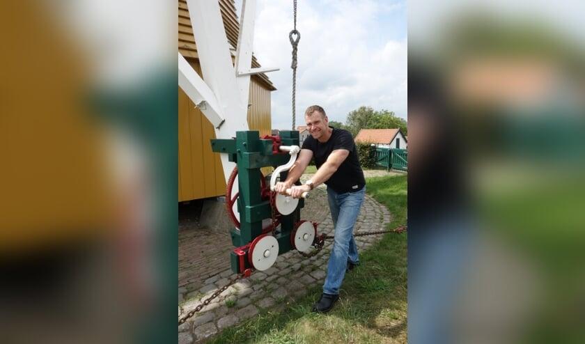 Julian aan het werk bij de molen in Flupland
