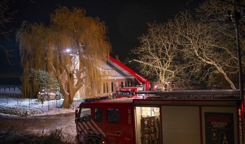 De brandweer kwam ter plaatse met drie voertuigen.