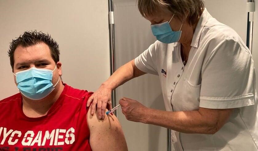 Marco Koopman eerste vaccinatie tholen