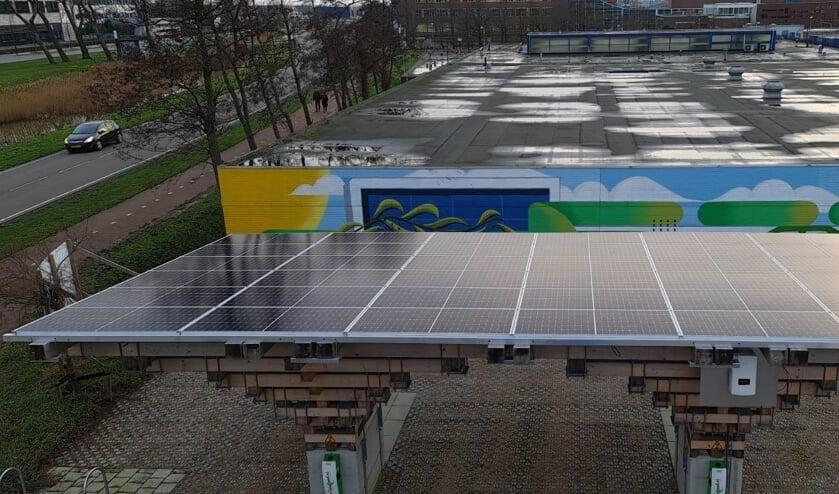 Het deelautopark op de Vlissingse Kenniswerf is voorzien van zonnepanelen.
