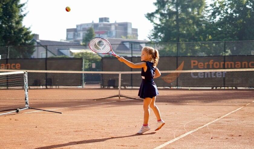 <p>Deelneemster aan Maak Kennis met Tennis junioren.</p>