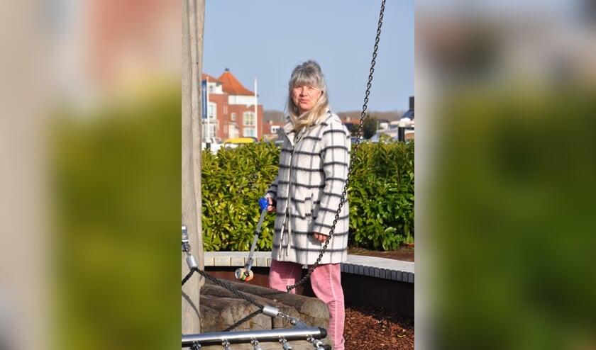 <p>Elly Zwijgers: &#39;De laatste tijd raap ik voornamelijk blikjes, die zie je steeds meer op straat&#39;</p>