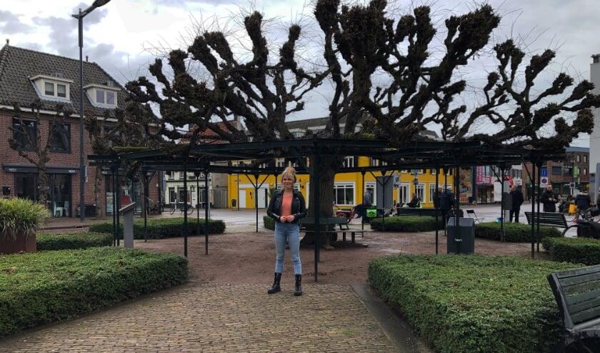 <p>Sylvana IJsselmuiden promoot de Moeierboom.</p>