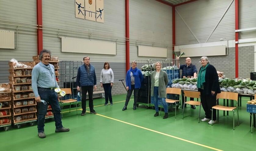 <p>De medewerkers van het uitgiftepunt in Steenbergen staan paraat.</p>