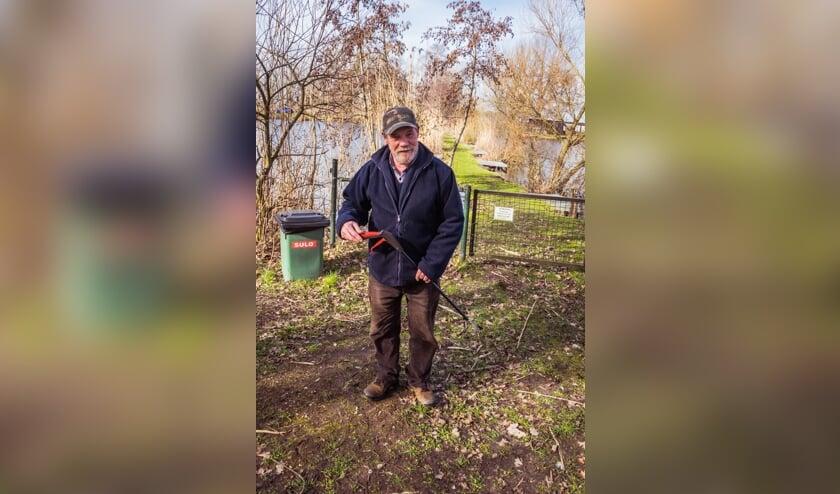 <p>Kees Hendrickx maakt twee keer per dag een rondje langs de visput aan de Kleine Heistraat om zwerfafval te lijf te gaan.</p>