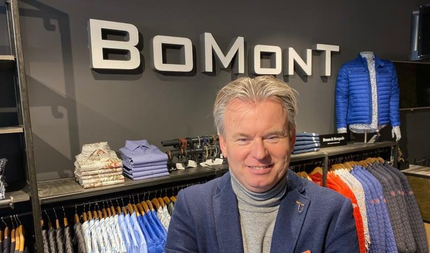 Ron Bouwman in één van zijn elf winkels.