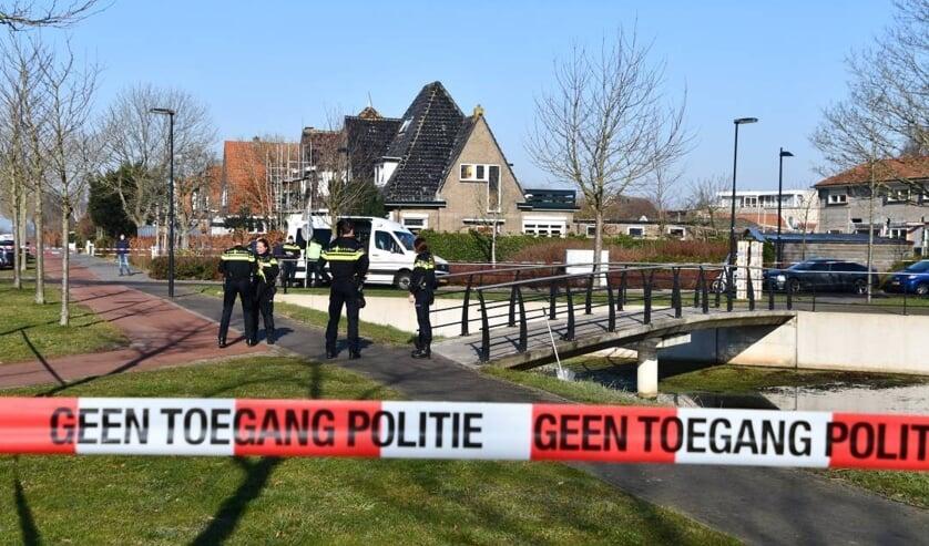 <p>De omgeving is afgezet voor het politieonderzoek in Lewedorp.</p>